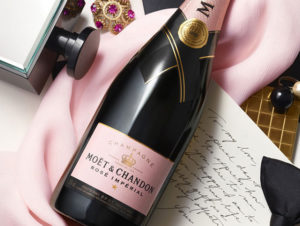 DECLARE-YOUR-LOVE-WITH-MOET-ROSE-IMPERIAL2